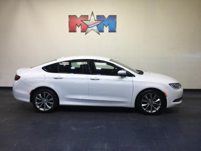 Pre-Owned 2016 Chrysler 200 4dr Sdn S AWD