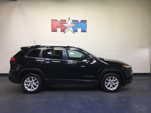 Pre-Owned 2018 Jeep Cherokee Latitude FWD
