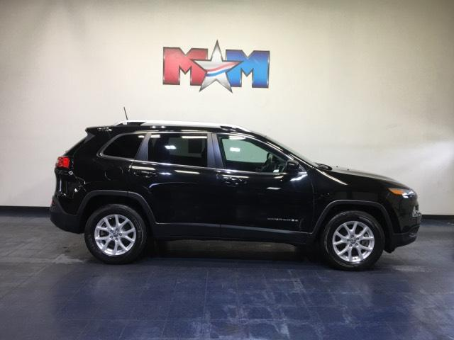 Pre-Owned 2017 Jeep Cherokee Latitude 4x4