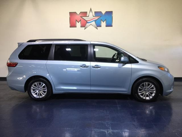 Pre-Owned 2016 Toyota Sienna 5dr 8-Pass Van XLE FWD