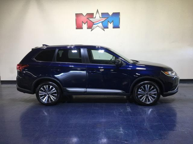 Pre-Owned 2019 Mitsubishi Outlander ES FWD