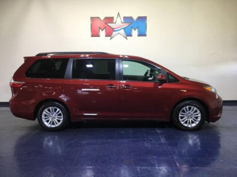 Pre-Owned 2017 Toyota Sienna XLE FWD 8-Passenger